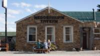 Taking a break at the Wedderburn Tavern on the Otago Rail Trail |  <i>Tom Powell</i>