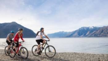 Cycling along the shore front of Lake Wakatipu | Southern Discoveries